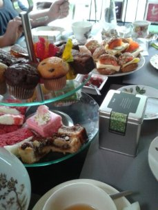 Vrijgezellenfeest high tea!